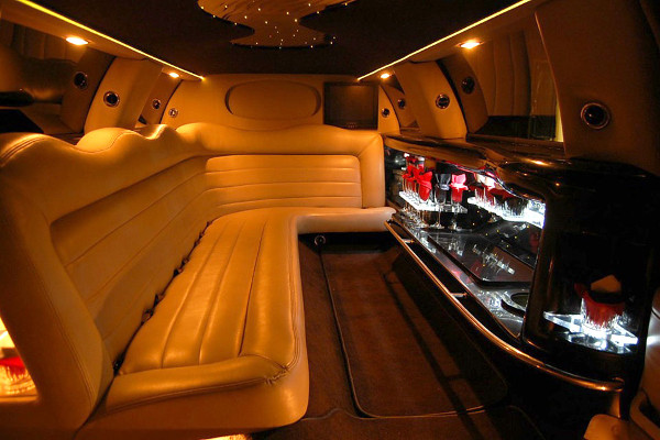 8 Person Lincoln Limo Service Naples