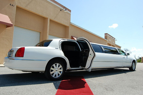 8 Person Lincoln Stretch Limo Naples